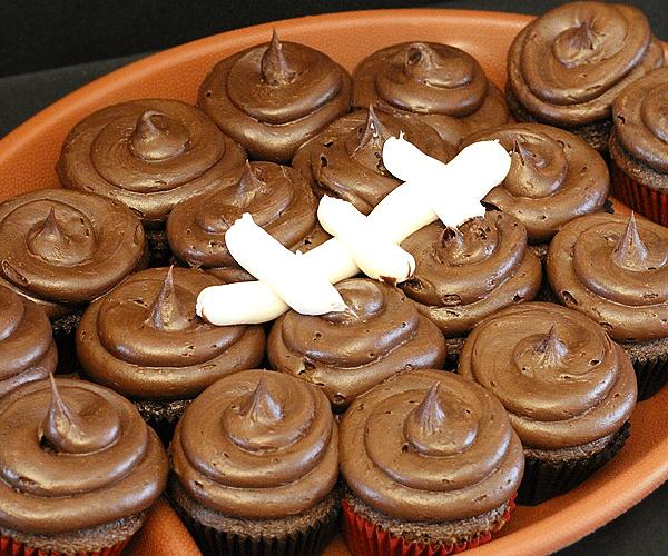 QUICK TIP THURSDAY: Easy Football Cupcakes