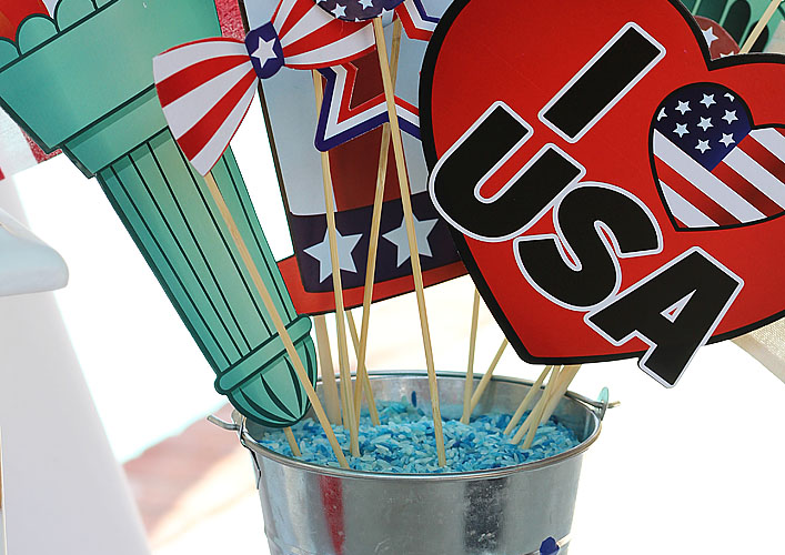 I love America Treat Buckets | DIY Patriotic Decor