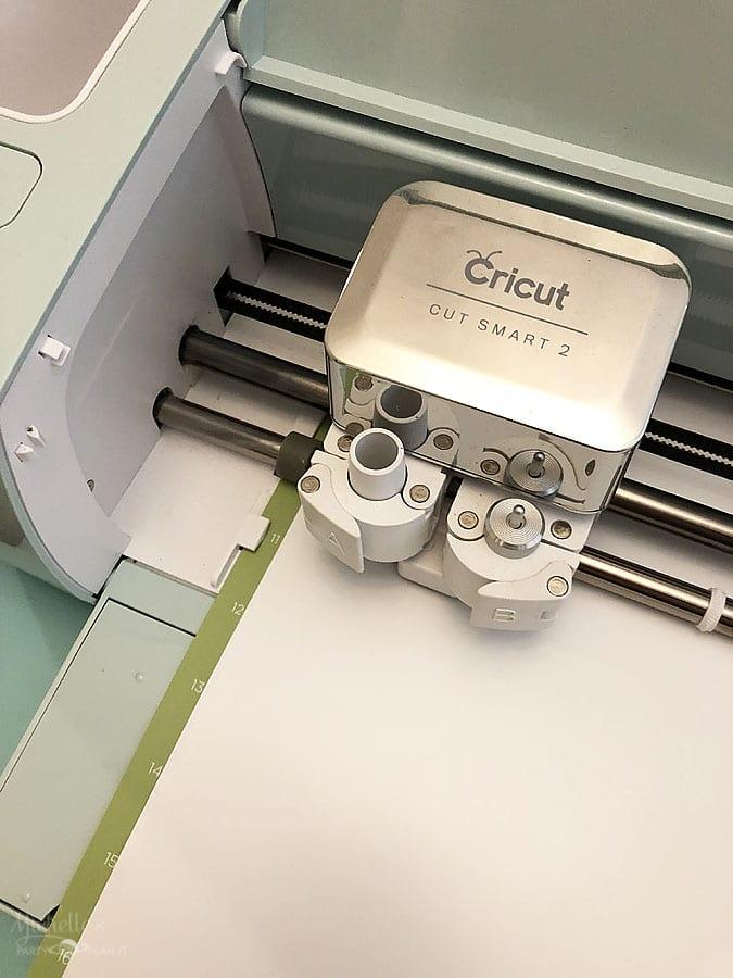 Cutting vinyl with cricut