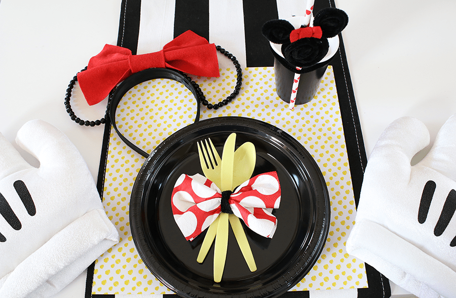 Minnie Mouse Birthday Party Setting