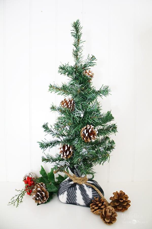 DIY Farmhouse Christmas Tree