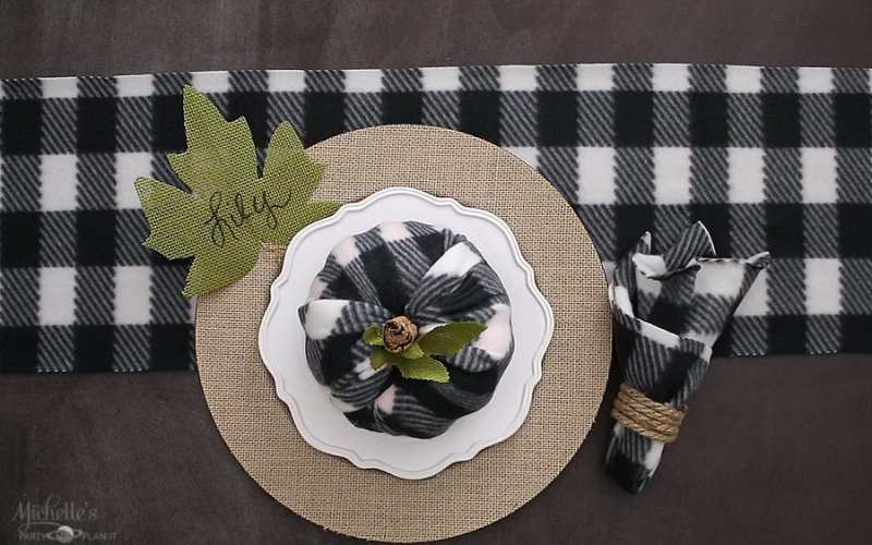 How to Create Budget Friendly Fall Table Decor from the Dollar Store