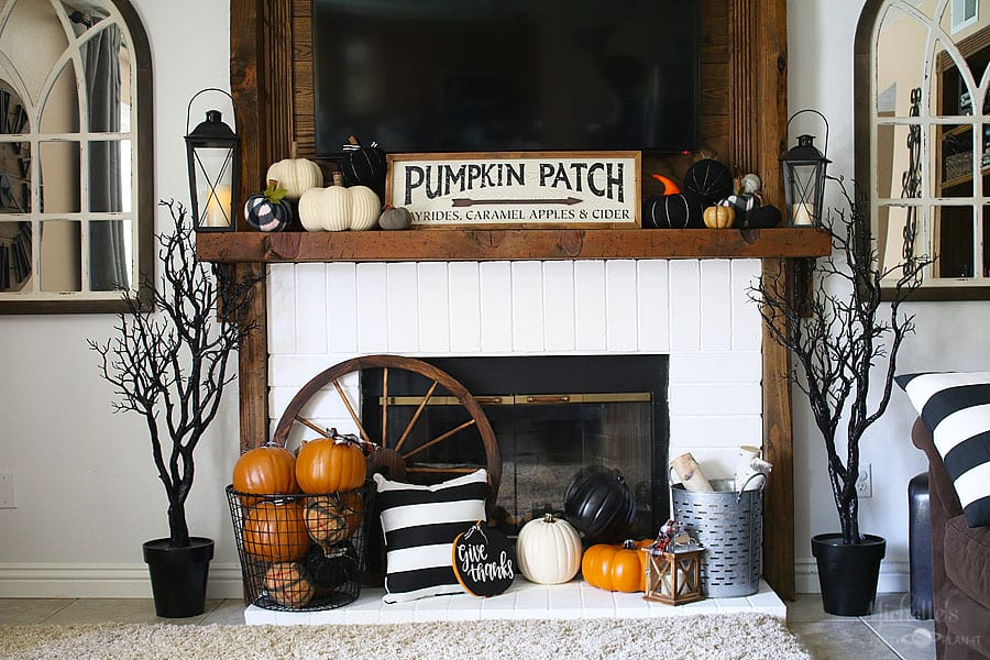 Fall thanksgiving mantle 1