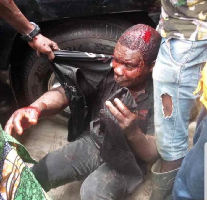 mob kills policeman