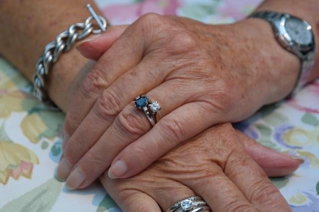 hands-195654_1280.jpg