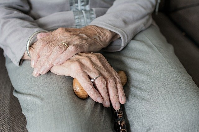 How to Care For an Elderly Relative During Lockdown