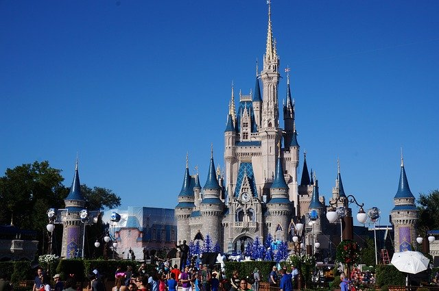 Big Box Stores vs Travel Planners Who Specialize in Disney