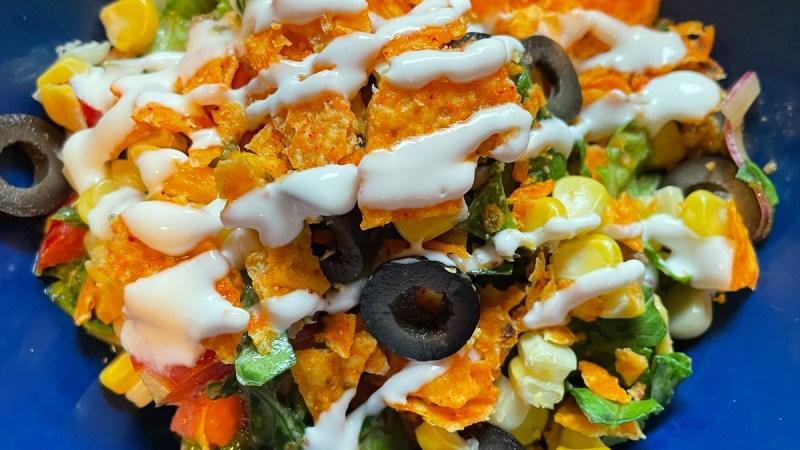 How to Make a Taco Salad with Ground Turkey