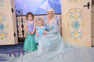 Before this Elsa had just asked for water.. characters, they're just like us!!