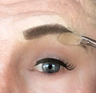 crossdresser makeup procedure for light eye shadow