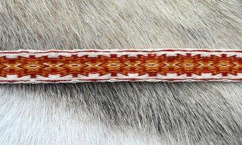 Une ceinture en laine merinos teintée à l'oignon et à la garance (32 tablettes):