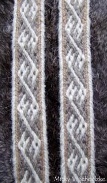Mélange poils de chèvre et laine teintée à l'écorce de chêne pour le marron et le gris (+fer)