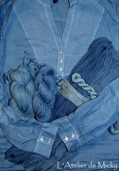 Teintures à l'indigo sur laine, soie et tunique en coton