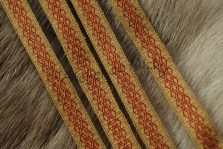 Galon en soie très fine, teinture bourdaine et garance