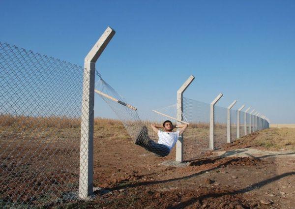 Hammock to transform a border fence.