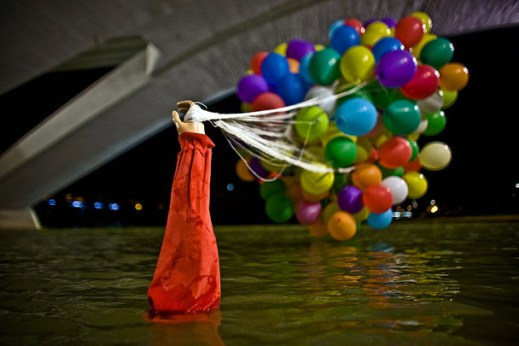 Balloons transform spaces. Urban intervention by Spy.