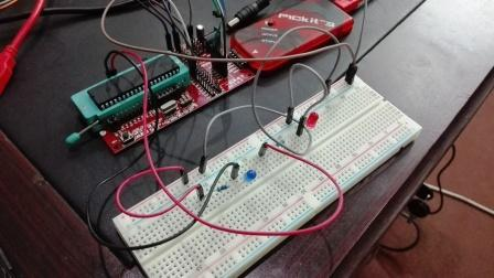 how to use Pickit 3 to program pic microcontroller