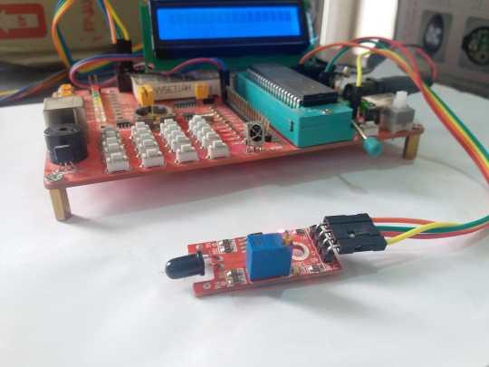flame sensor circuit with pic microcontroller