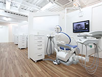岡誠介 - おか顕微鏡歯科医院治療室