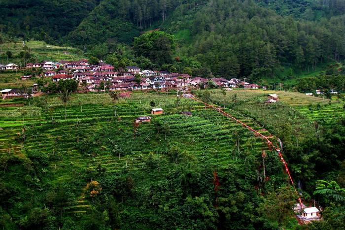 Community-micro-hydro-Indonesia.