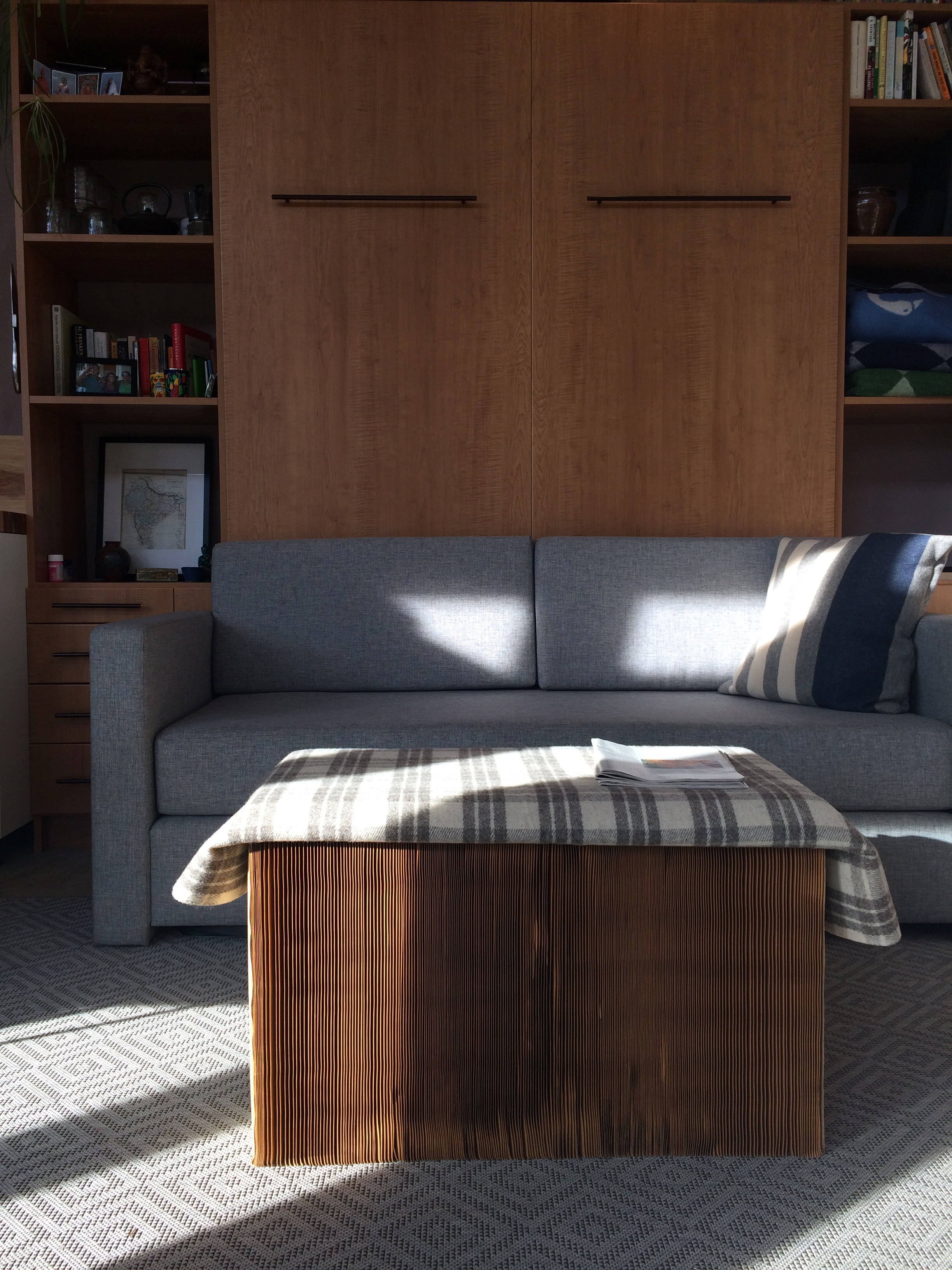 Studio murphy bed and collapsible coffee table – Micro Showcase