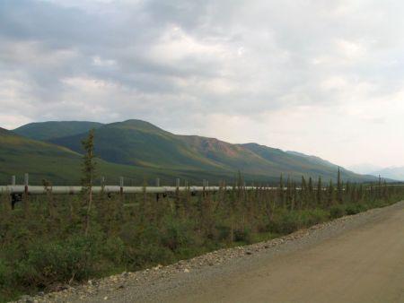 Brooks Range - Alaska Pipeline in the foreground