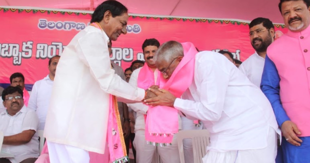 Telugu News Congress party senior leader muthyam reddy joins trs party in the presence of kcr