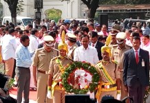 Telugu News KCR and newly elected TRS MLAs paying tributes to Telangana Martyrs at Martyrs Memorial, Gun Park.