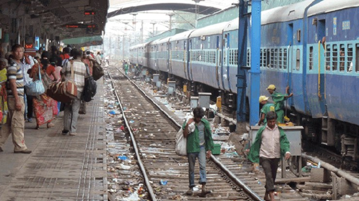 dumping on railway tracks to attract Rs 5,000 fine southern railway implementing pilot project.