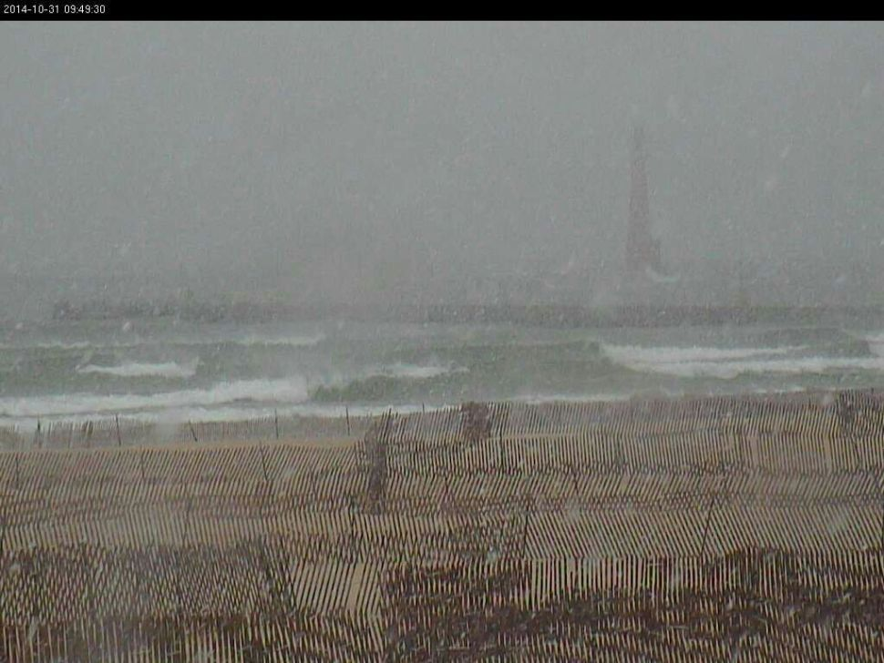 Snowing in Muskegon.  Nice surfable waves.  Wind is side off