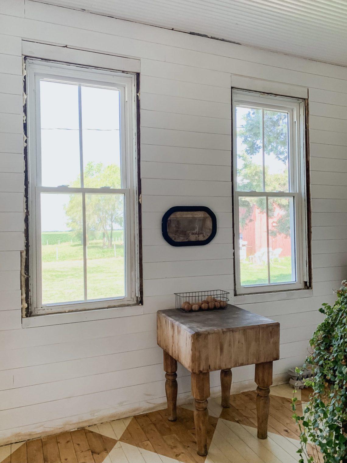DIY Farmhouse Window Moldings