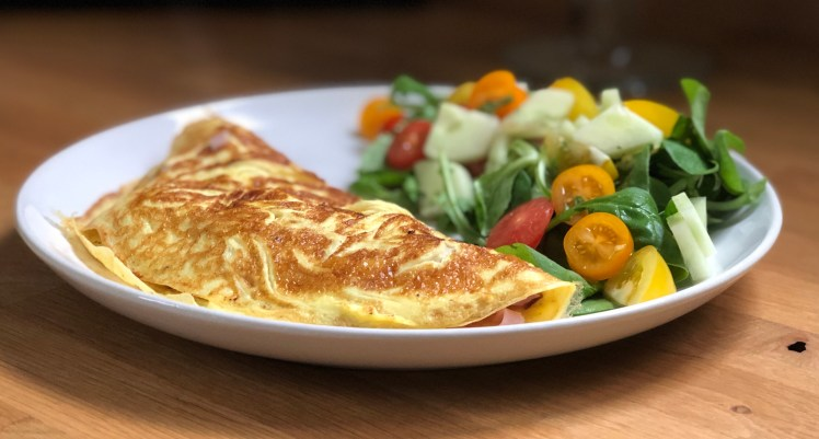 Receptet på omelett och fin sallad