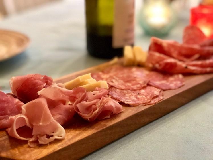 Italienska charkuterier charkbricka salami tryffelsalami prosciutto