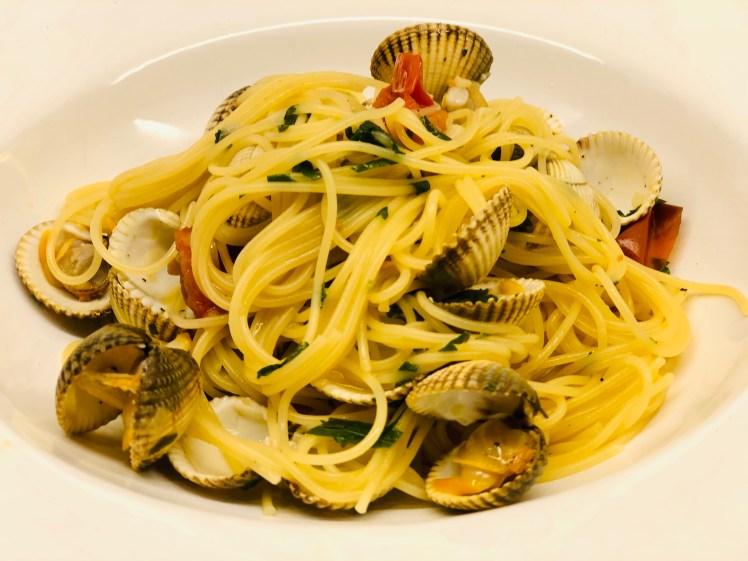 Recept pasta vongole spagetti alle vongole musslor hjärtmusslor chili vitlök tomat recept