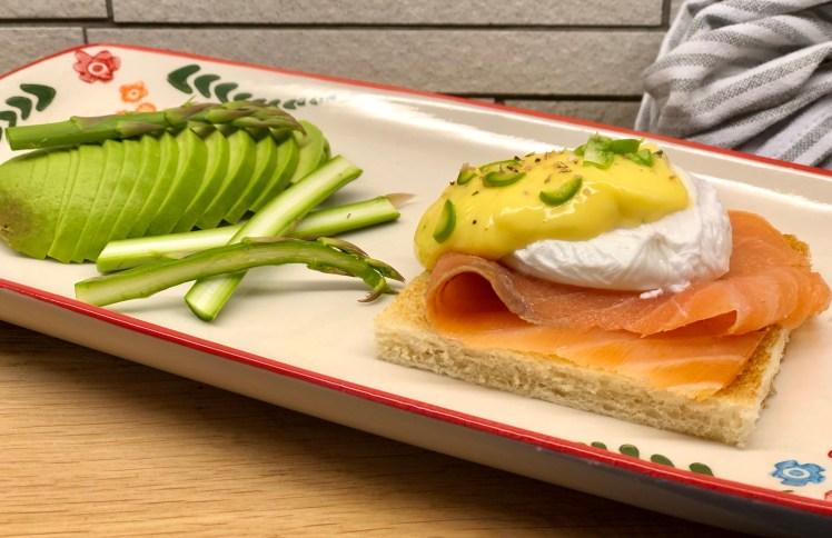 Ägg benedikt med lax ägg florentine med lax recept pocherat ägg hollandaise ägg Royale egg