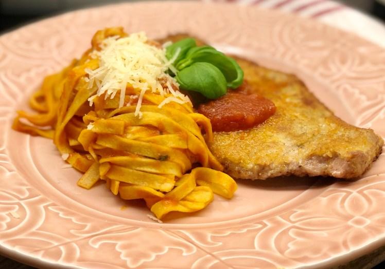 Piccata milanese med pasta recept kalvschnitzel parmesan tomatsås