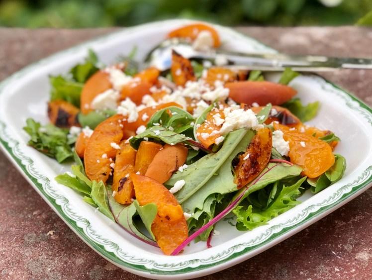 Sallad recept grill grillar tillbehör grillad aprikos nektarin ost