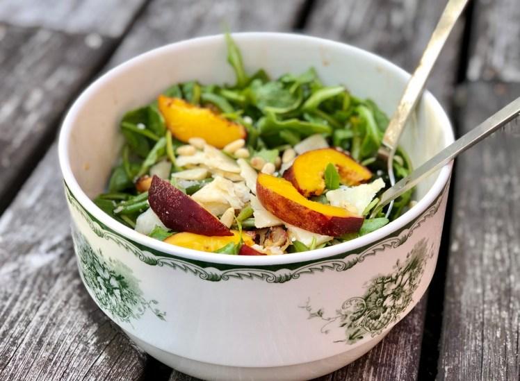 Grill sallad recept tillbehör grillad nektarin aprikos persika parmesan