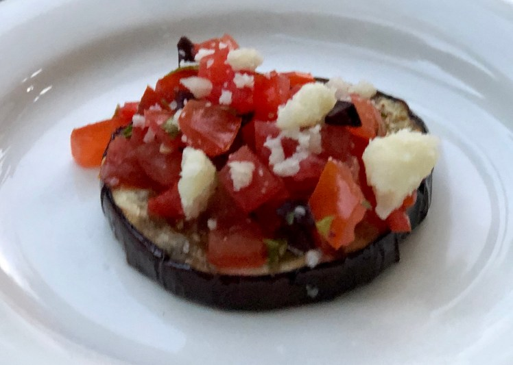 Grillad aubergine med tomatsalsa recept