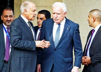 Arab League Secretary General Ahmed Aboul Ghiet with Palestinian National Authority Minister of Foreign Affairs Riyad Al Maliki are seen after meeting with Palestine President Mahmoud Abbas in Cairo. / REUTERS