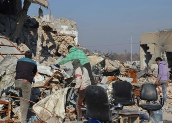 Iraqi volunteers salvage and clean up the debris and destruction in Mosul/AFP