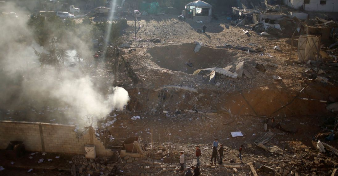 Palestinians look at a militant target that was hit in an Israeli airstrike in the northern Gaza Strip December 9, 2017. REUTERS/Mohammed Salem - RC11E5E76CD0