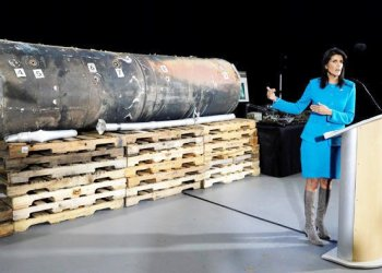 """US Ambassador to the United Nations Nikki Haley briefs the media in front of remains of Iranian """"Qaim"""" ballistic missile provided by Pentagon at Joint Base. Anacostia-Bolling in Washington/REUTERS"""