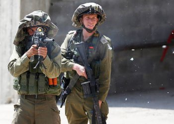 Israeli soldiers on Tuesday detained three Palestinians who slipped across the border with the Gaza Strip in possession of knives and grenades. (AP) ( March 27 2018)