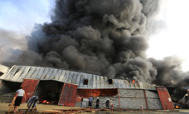 Firefighters try to extinguish a fire engulfing warehouse of the World Food Programme in Hodeida, Yemen Mar. 31, 2018. (Reuters)