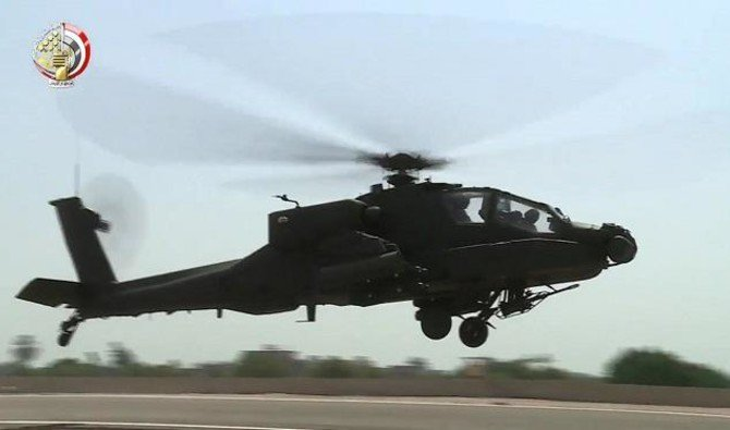 US-made Egyptian army Apache attack helicopter landing in an airfield, 25nov,2017/ AFP