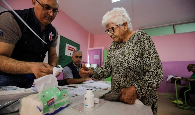 A Lebanese woman dips her thumb in voting ink after casting her vote in the first parliamentary election in nine years, in the Mina district of the northern port city of Tripoli on May 6, 2018. AFP/Ibrahim Chalhoub)