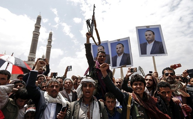 Field sources were quoted saying that the fighting resulted in the killing of Houthi leader Mohammed Abdul Rahman Al-Shahari and eight of his companions. (AFP)