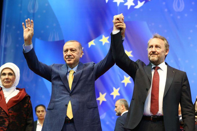 This handout photo released and taken on May 20, 2018 by the Turkish presidential press service shows Turkey's President Recep Tayyip Erdogan (C), his wife Emine Erdogan and the chairman of the tripartite Presidency of Bosnia and Herzegovina Bakir Izetbegovic (R) during a pre-election rally in Sarajevo on May 20, 2018. (AFP)
