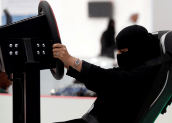 A Saudi woman tries a car simulator during women car show in Riyadh, Saudi Arabia May 13, 2018. REUTERS/Faisal Al Nasser